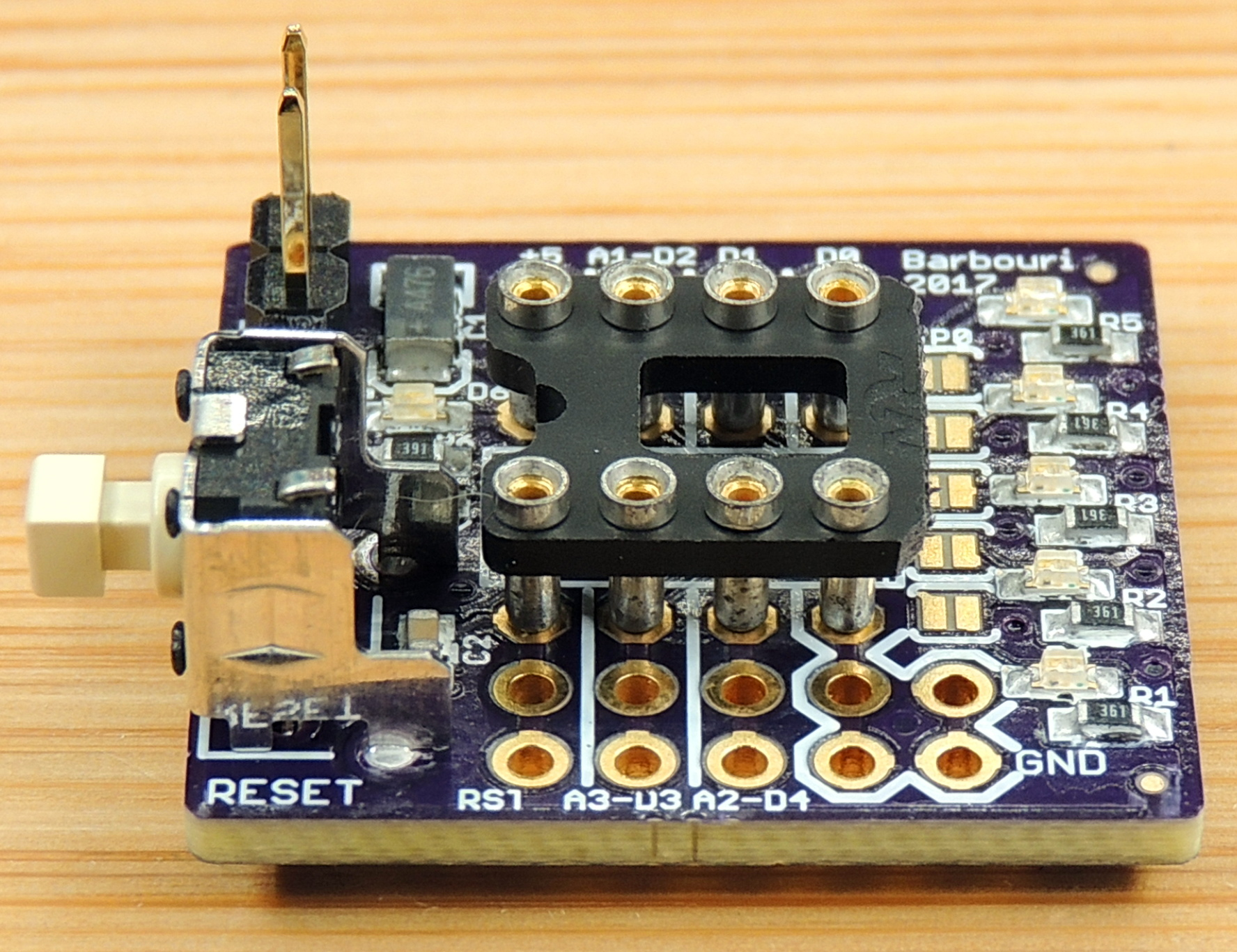 ATtiny85 breakout with selectable LED's - Barbouri's
